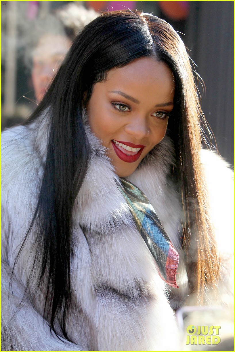 rihanna launches her viva glam cosmetics line in nyc 083043698
