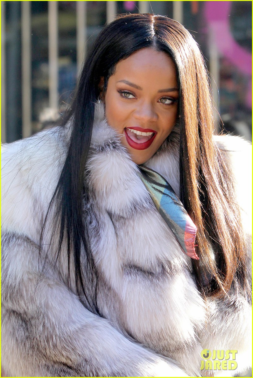 rihanna launches her viva glam cosmetics line in nyc 103043700