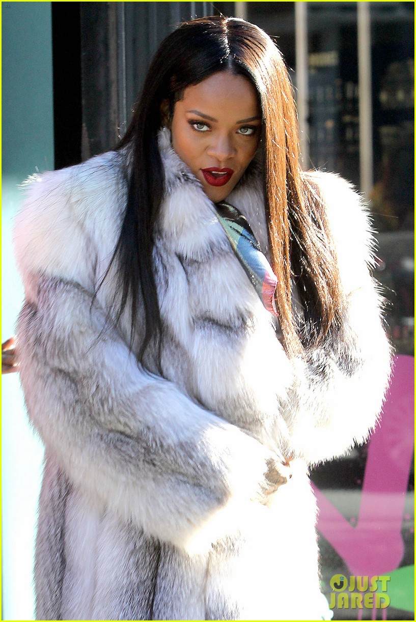 rihanna launches her viva glam cosmetics line in nyc 113043701