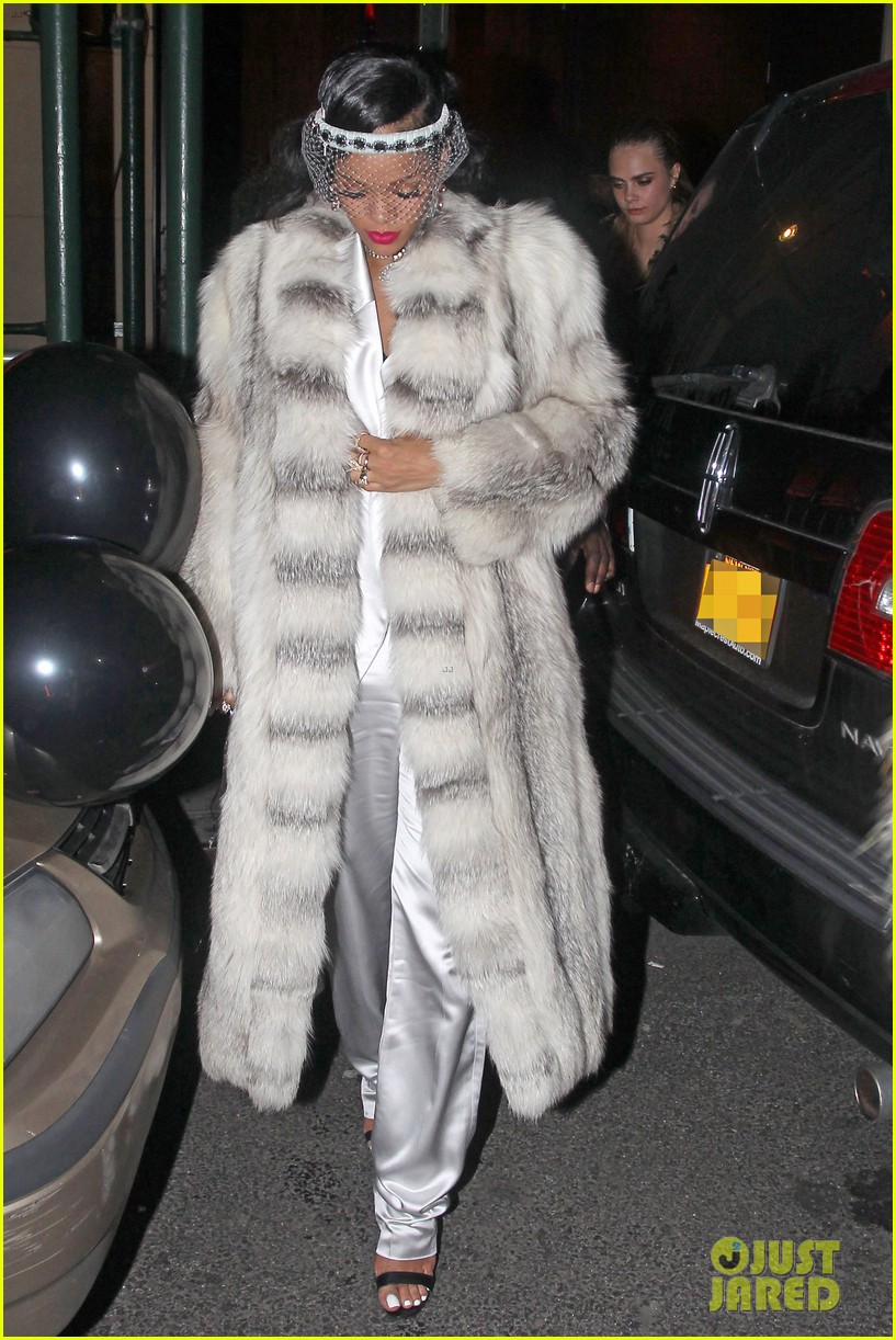 rihanna rings in new year cara delevingne nyc 013020993
