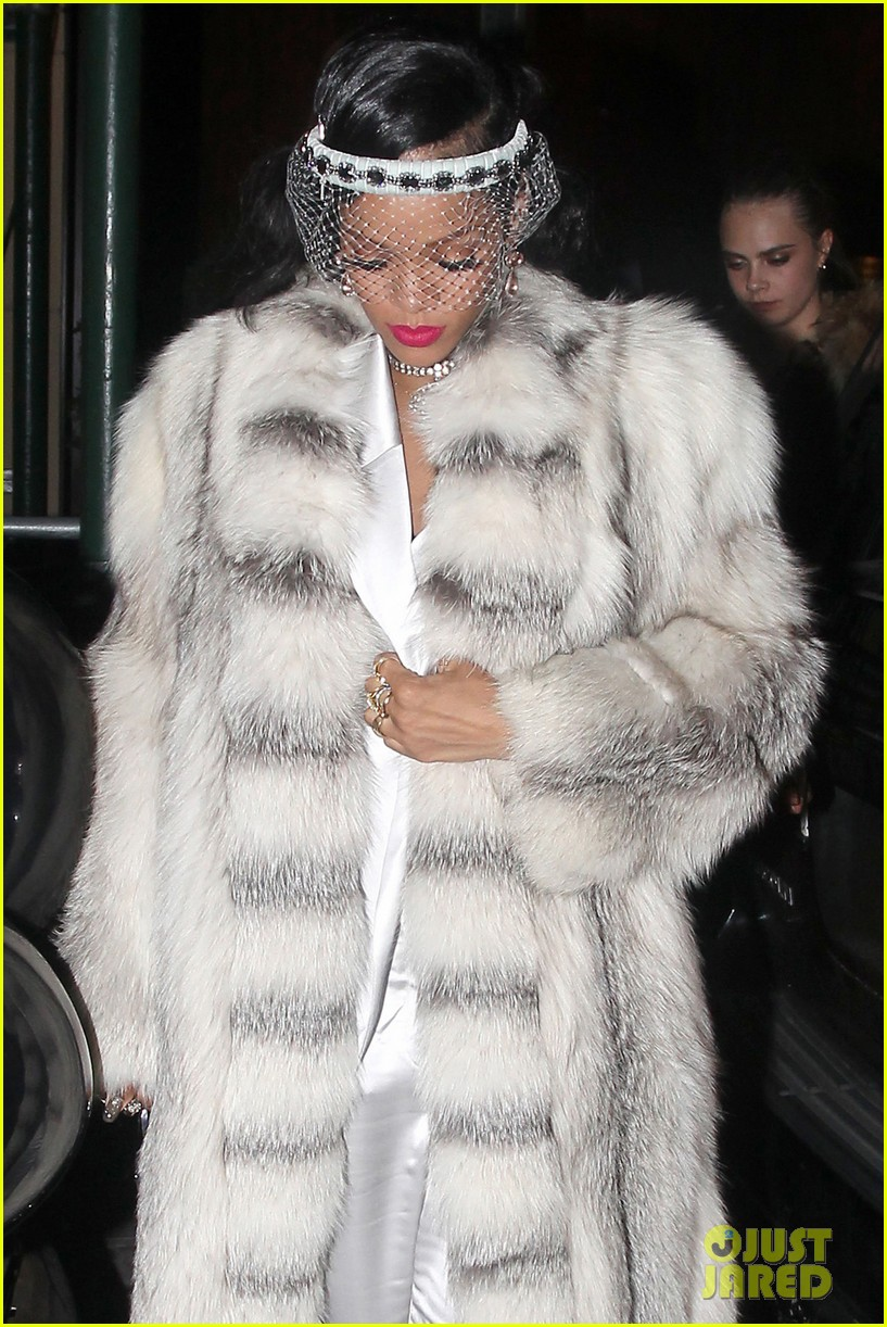 rihanna rings in new year cara delevingne nyc 043020996