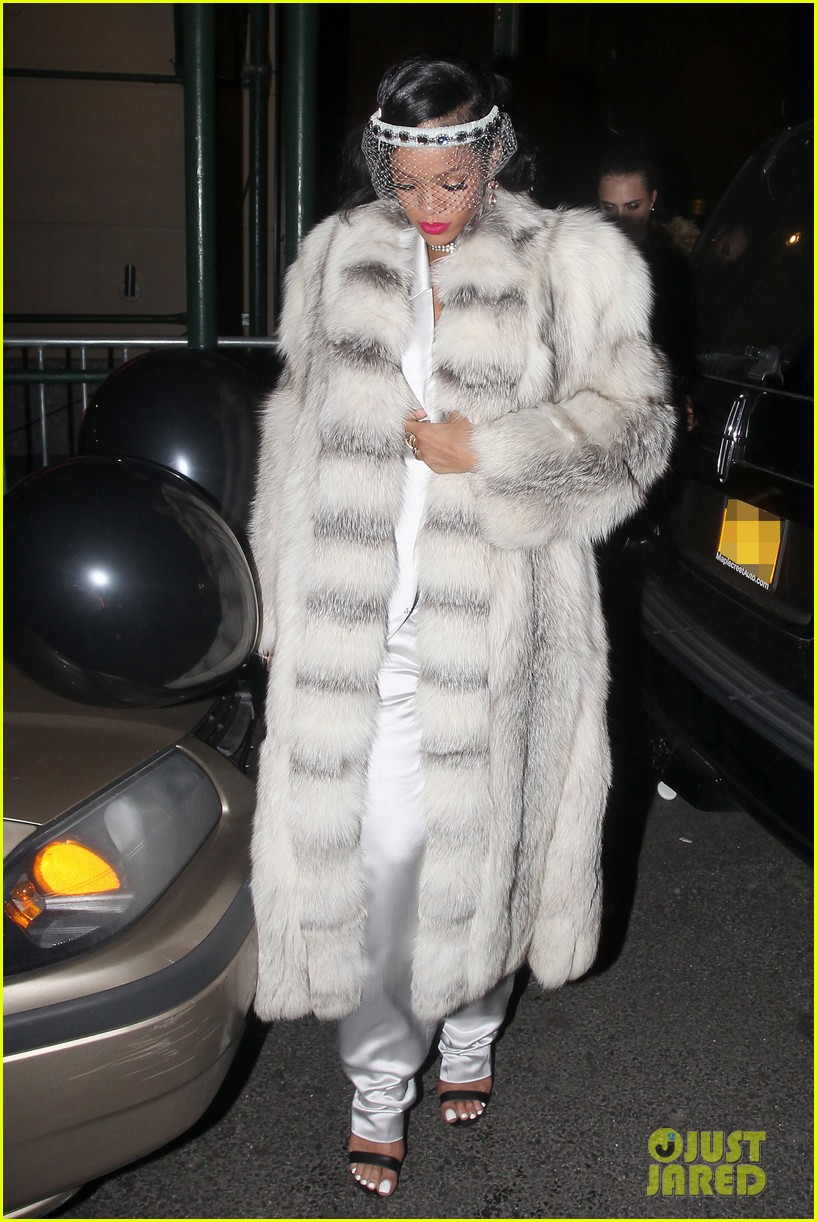 rihanna rings in new year cara delevingne nyc 073020999