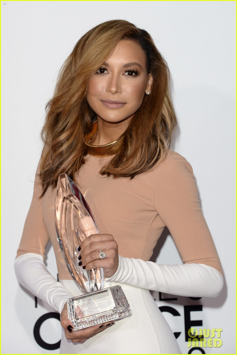 naya rivera goes blonde at peoples choice awards 2014 02