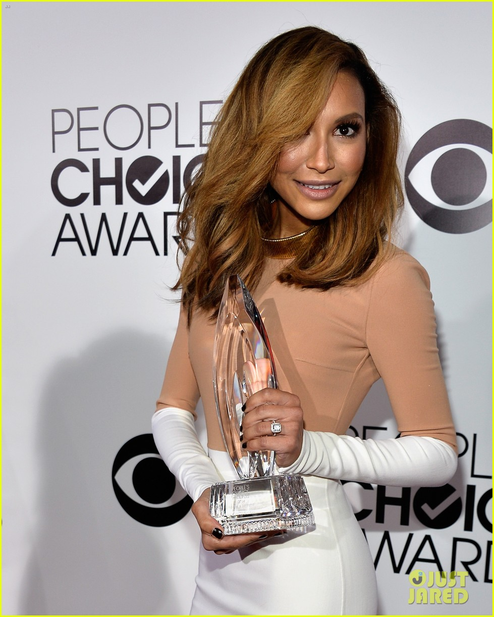 naya rivera goes blonde at peoples choice awards 2014 23