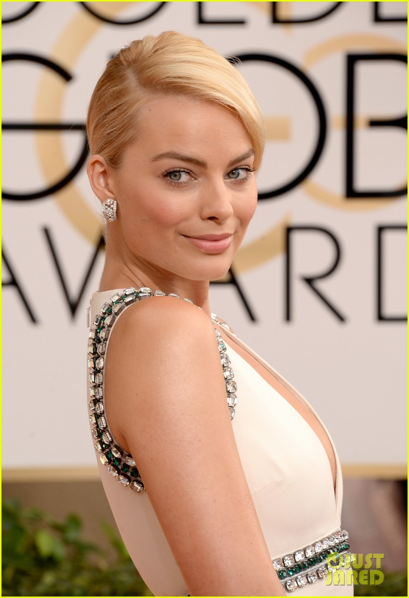 margot robbie golden globes 2014 red carpet 013029092