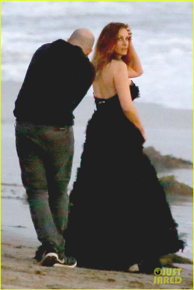 julia roberts wears elegant gown for beach photo shoot 013043842