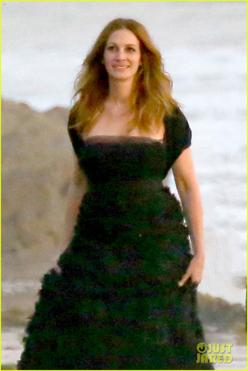 julia roberts wears elegant gown for beach photo shoot 023043843
