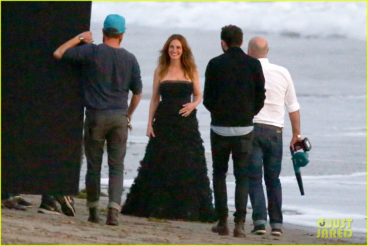 julia roberts wears elegant gown for beach photo shoot 03