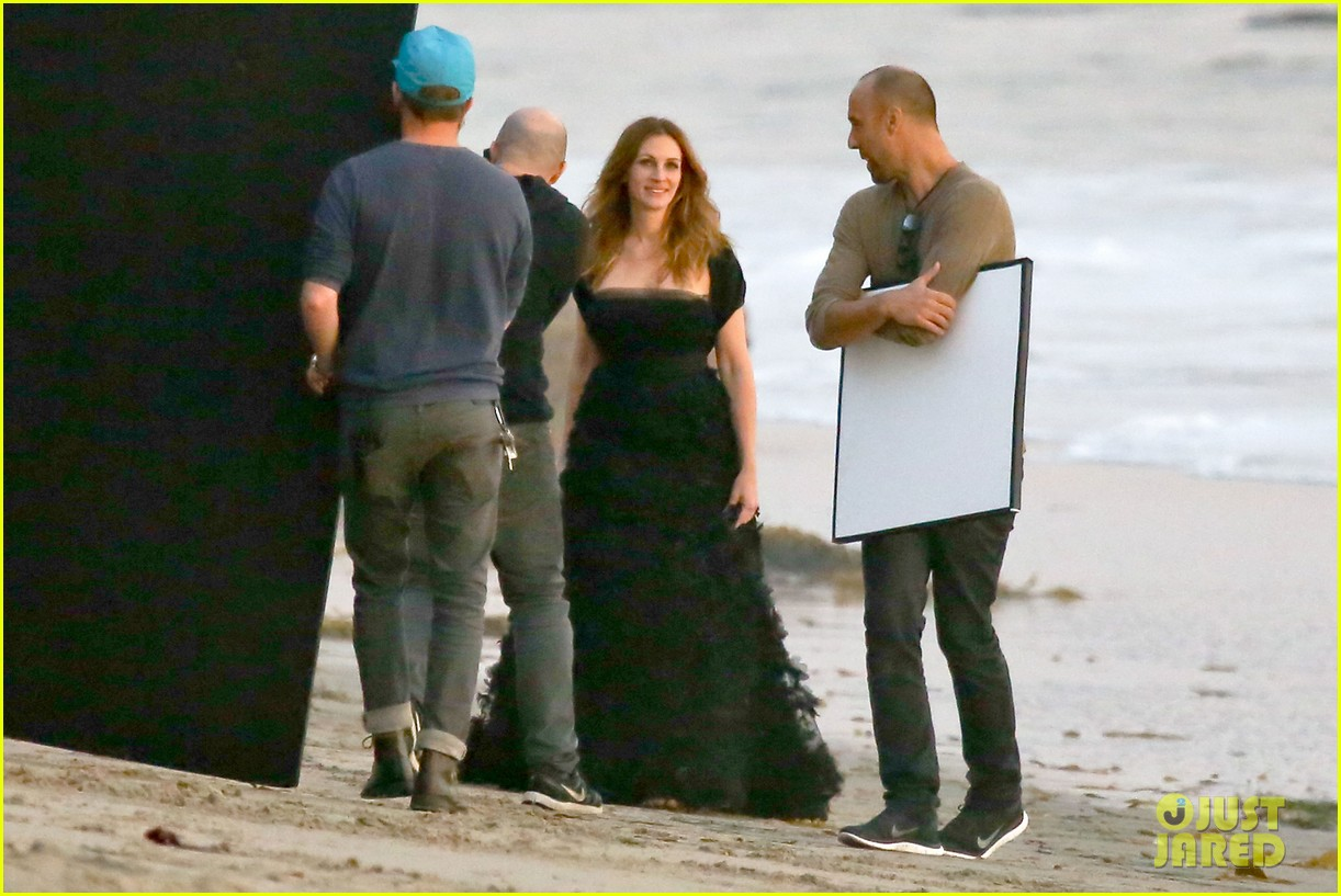 julia roberts wears elegant gown for beach photo shoot 18