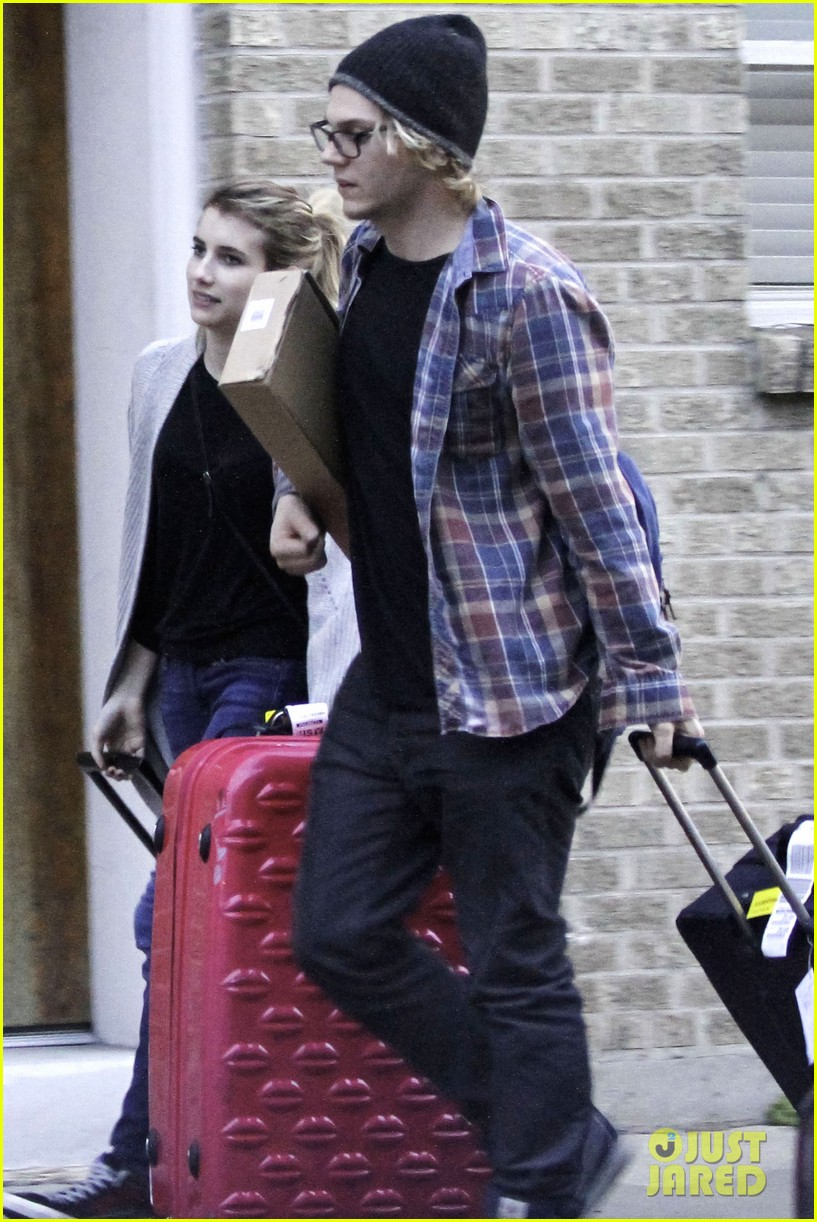 emma roberts engaged to evan peters 013023791