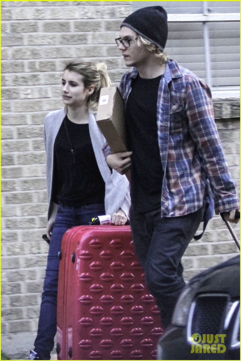emma roberts engaged to evan peters 04