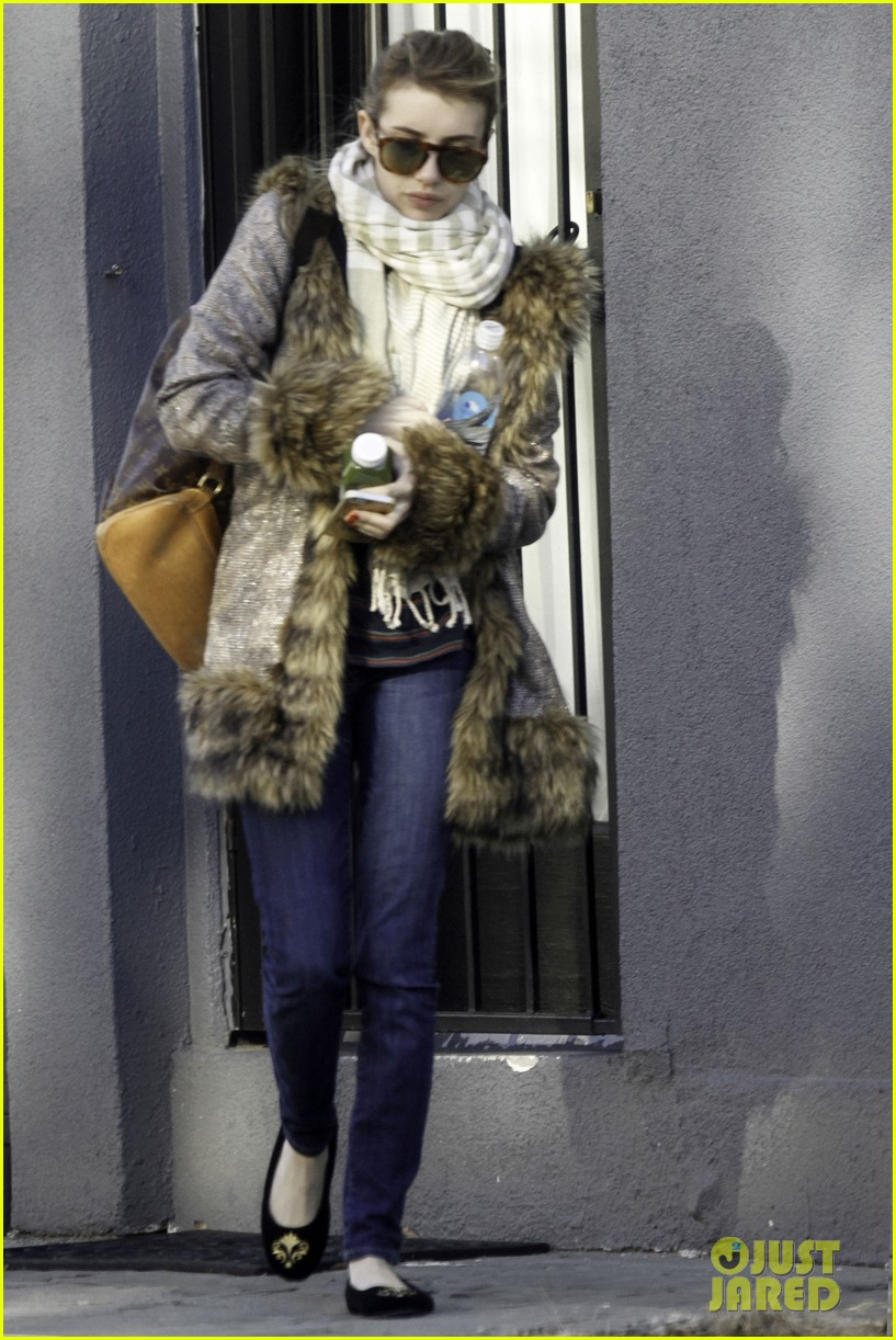 emma roberts steps out without ring after evan peters engagement 023025315