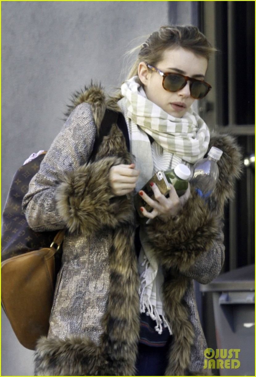 emma roberts steps out without ring after evan peters engagement 093025322