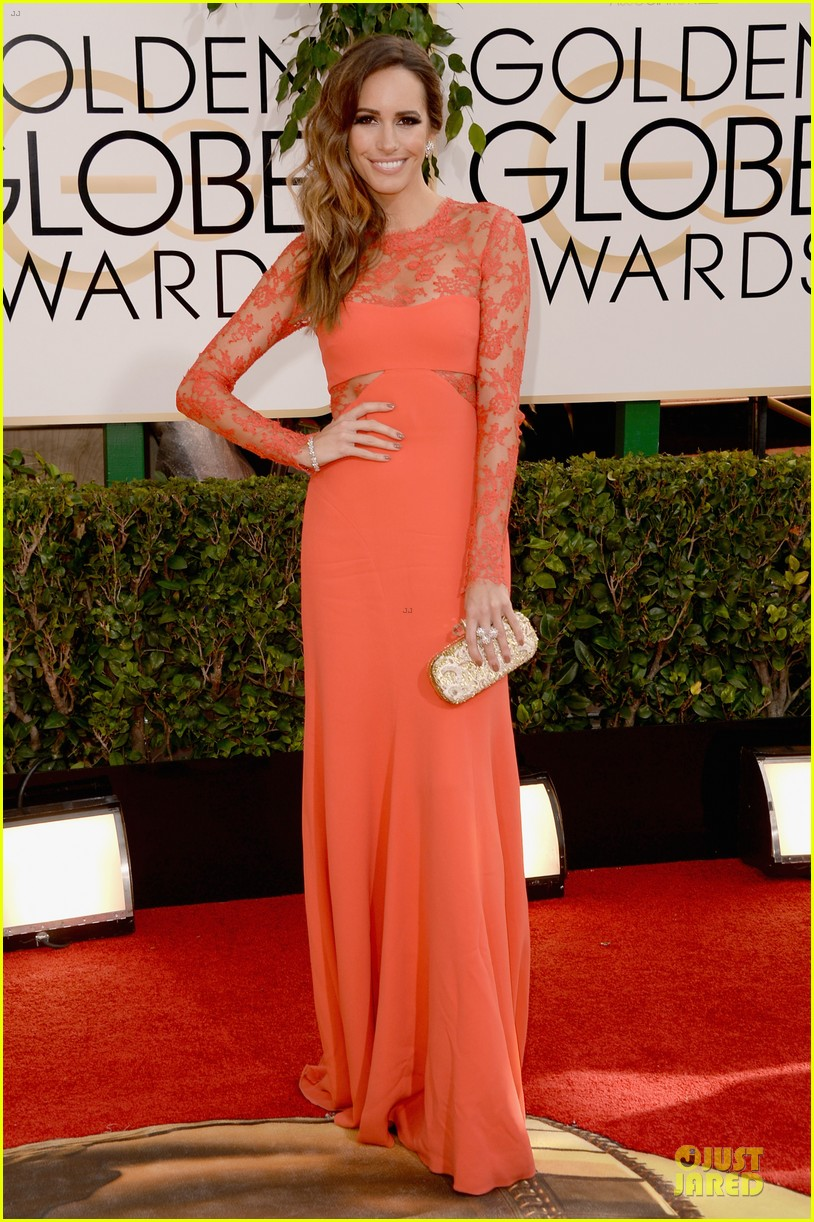 louise roe nancy odell golden globes 2014 red carpet 013029075