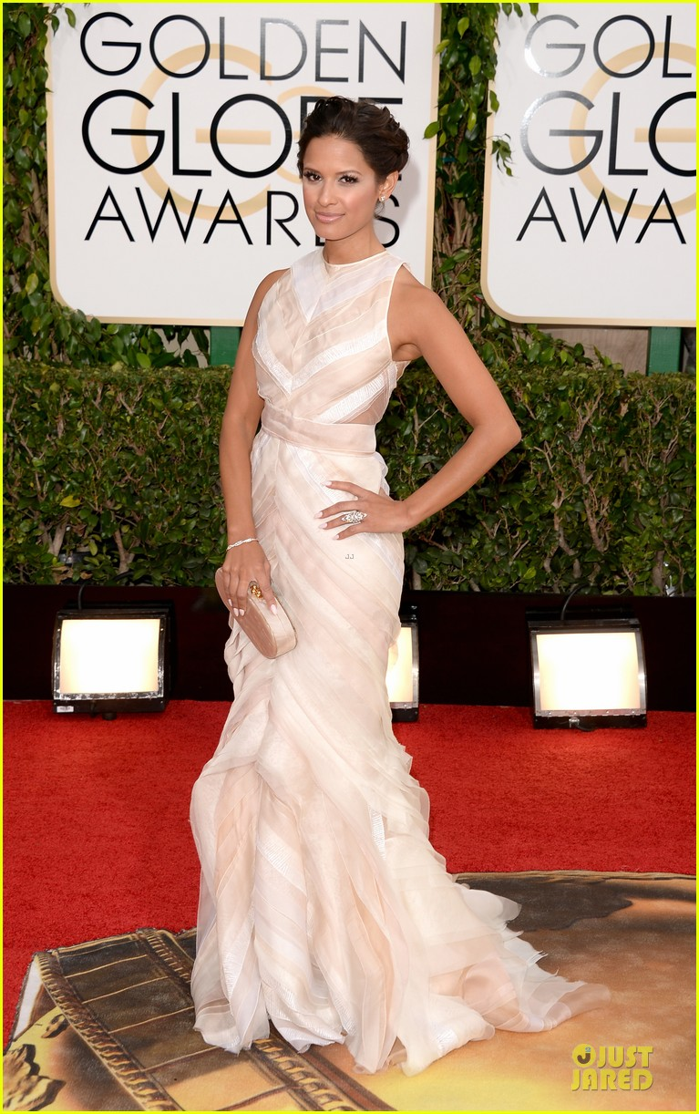 louise roe nancy odell golden globes 2014 red carpet 033029077