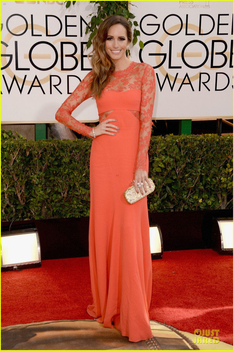 louise roe nancy odell golden globes 2014 red carpet 153029089