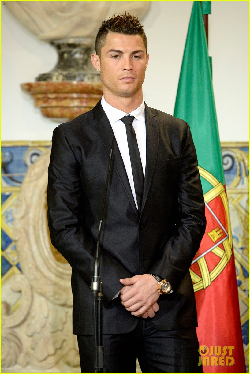 cristiano ronaldo receives a high individual order in portugal 183036769