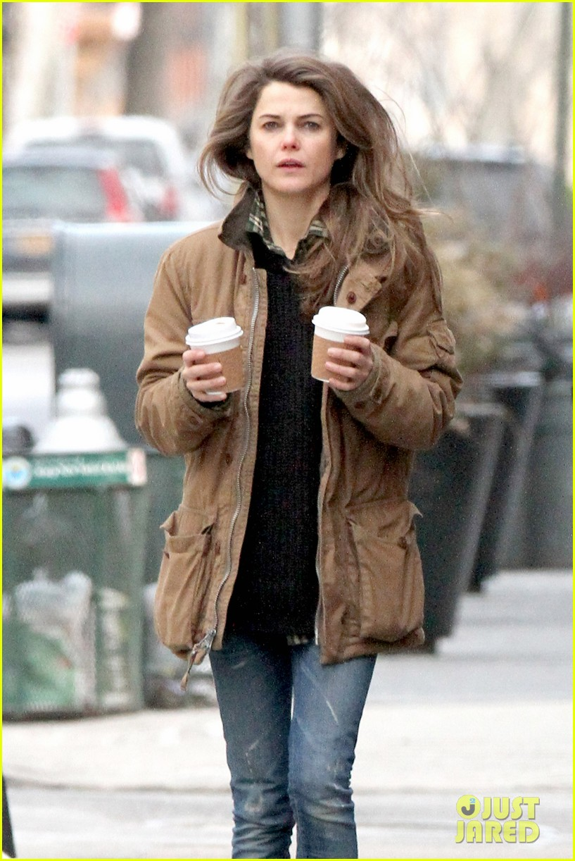 keri russell matthew rhys get in bed together for the americans 063043588