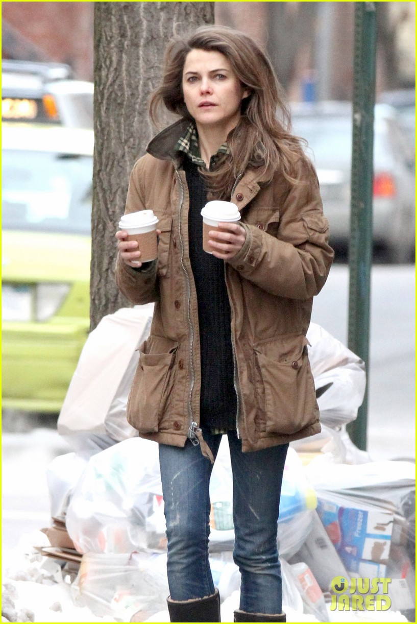 keri russell matthew rhys get in bed together for the americans 103043592