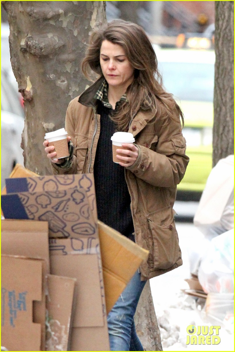 keri russell matthew rhys get in bed together for the americans 20