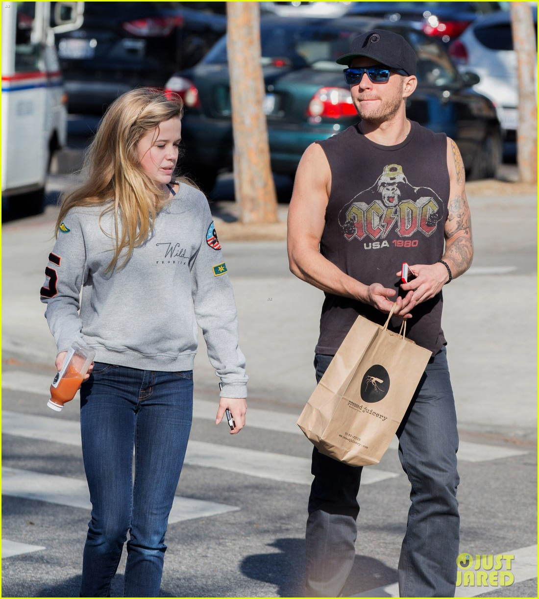 ryan phillippe juice bar stop with ava deacon 043040633