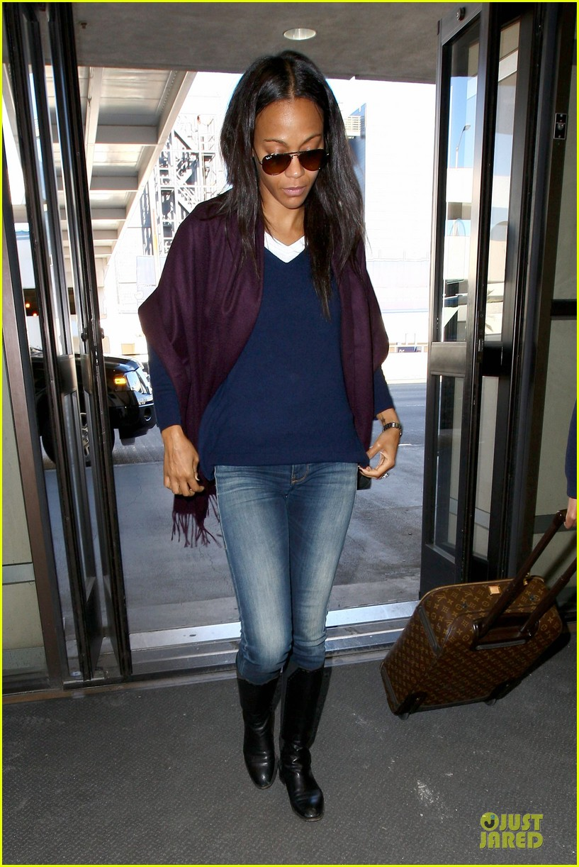 zoe saldana so much fun at the golden globes 013030788