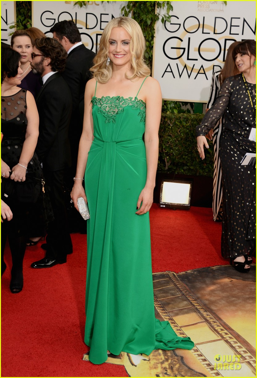 taylor schilling golden globes 2014 red carpet 013029503