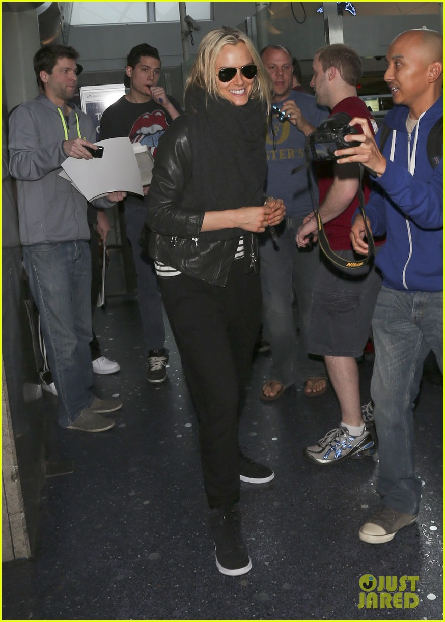taylor schilling arrives in los angeles for golden globes week 013027051