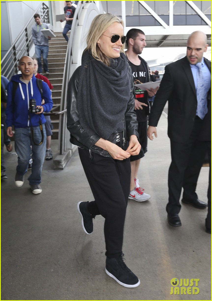 taylor schilling arrives in los angeles for golden globes week 05