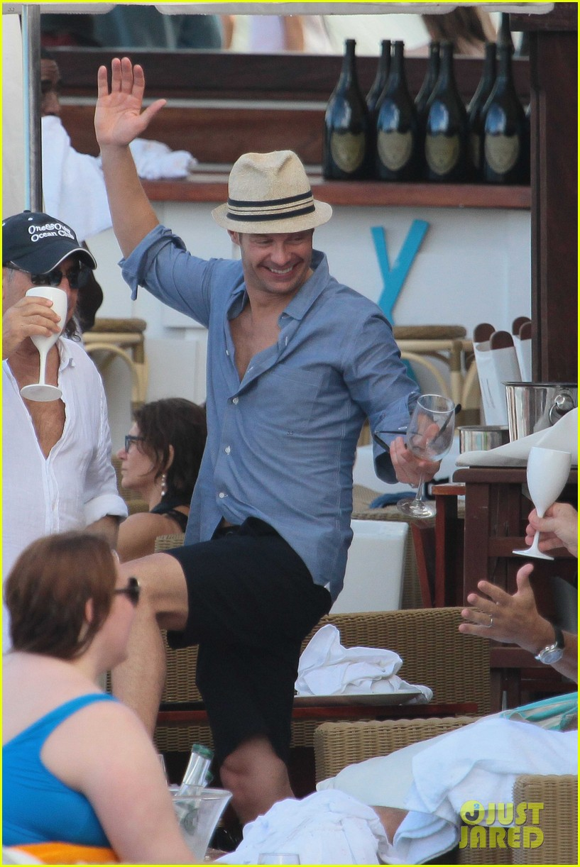 ryan seacrest enjoys drinks with friends in st barts 023021700