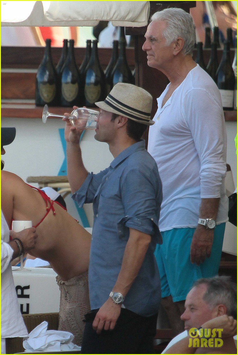ryan seacrest enjoys drinks with friends in st barts 053021703