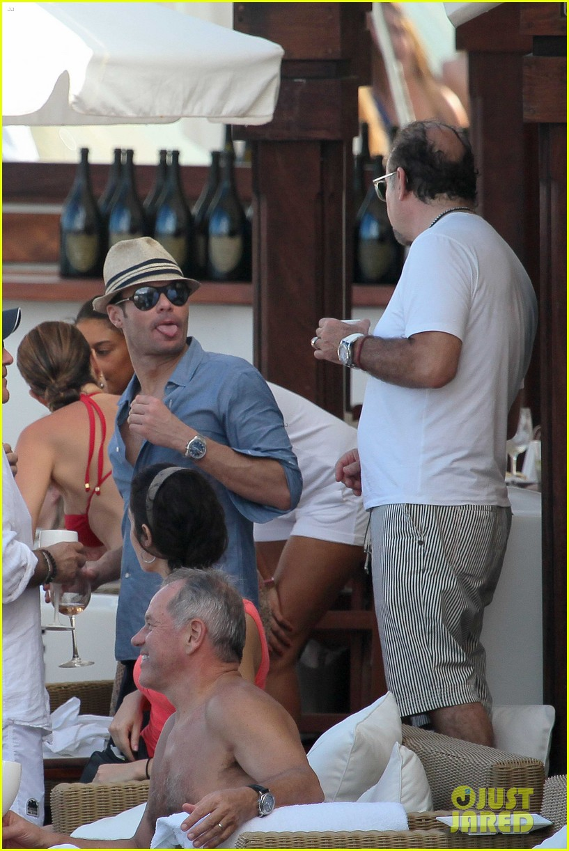ryan seacrest enjoys drinks with friends in st barts 063021704