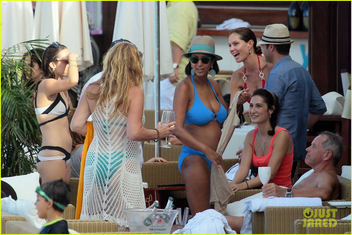 ryan seacrest enjoys drinks with friends in st barts 10