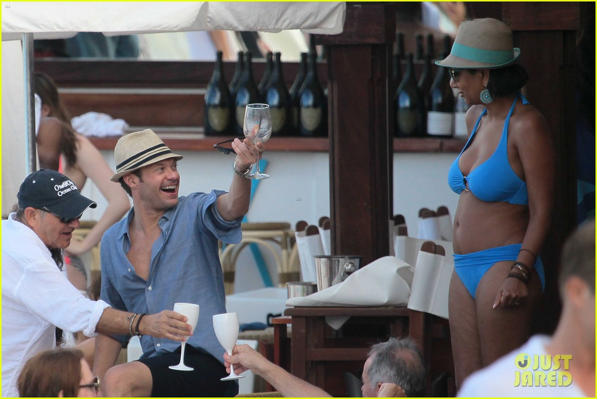 ryan seacrest enjoys drinks with friends in st barts 133021711