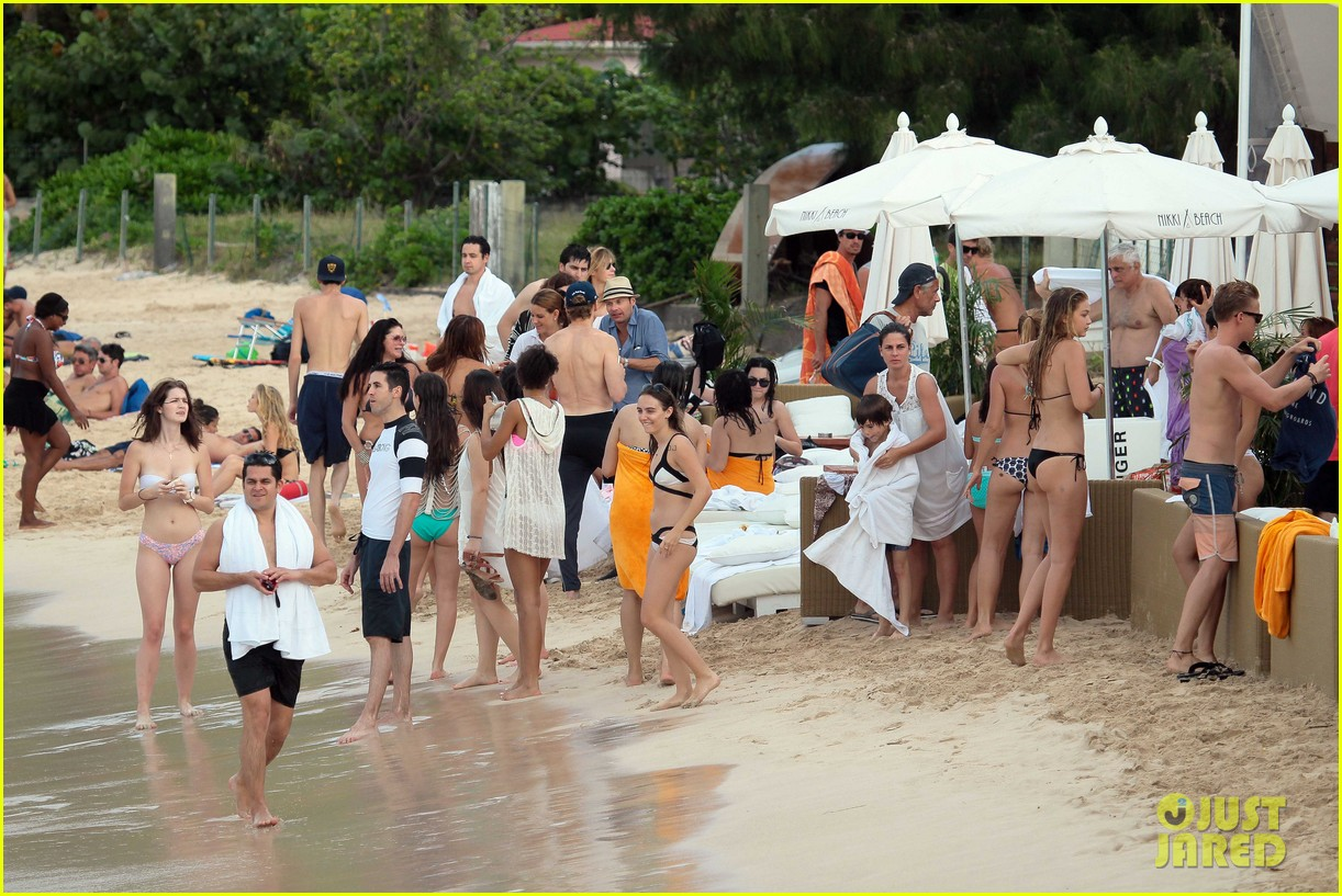ryan seacrest enjoys drinks with friends in st barts 143021712