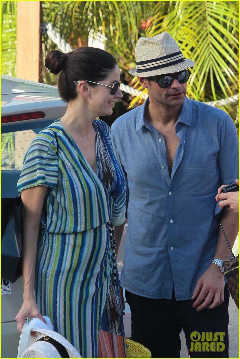 ryan seacrest enjoys drinks with friends in st barts 153021713