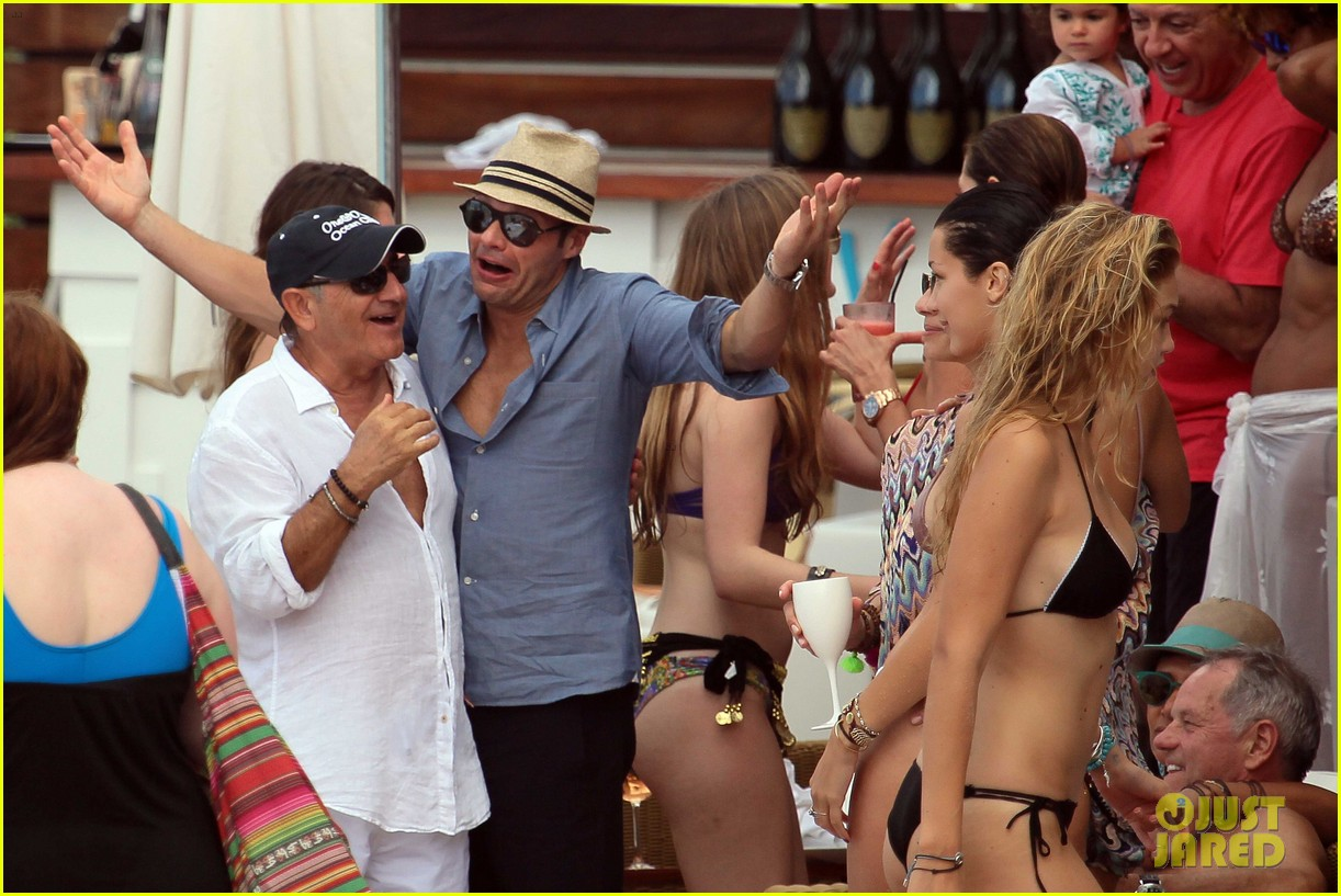ryan seacrest enjoys drinks with friends in st barts 24