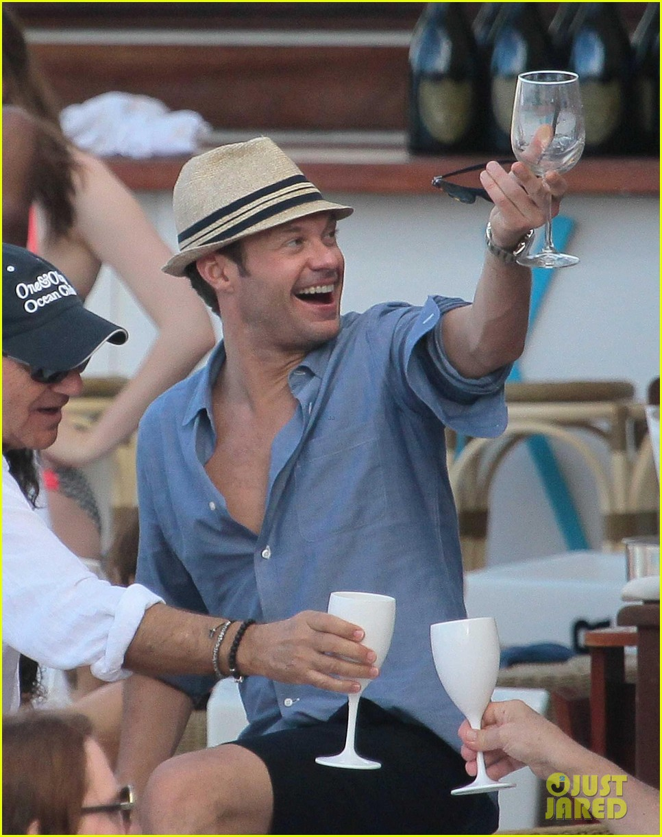 ryan seacrest enjoys drinks with friends in st barts 253021723