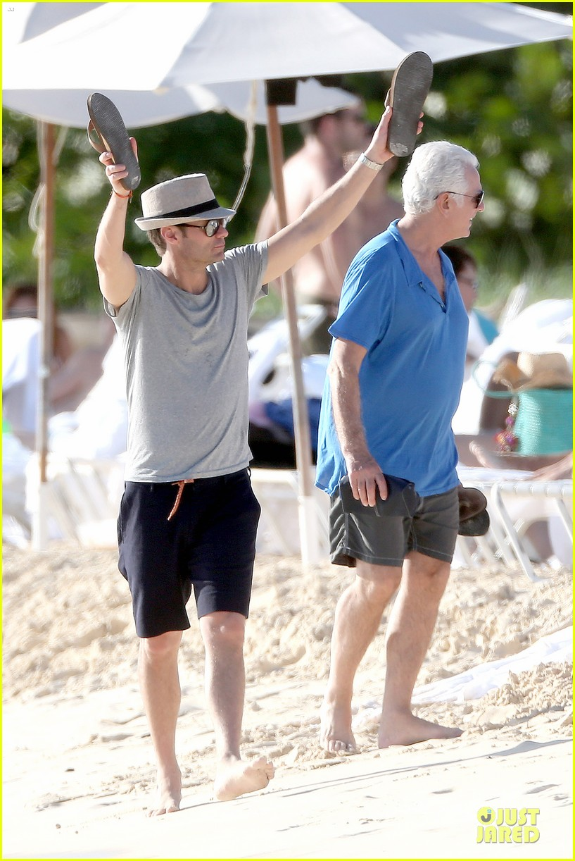 ryan seacrest carribbean vacation amids startup lawsuit 013022531