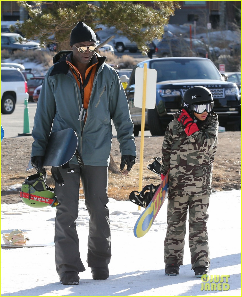 seal spends first day of 2014 snowboarding with the kids 013021426
