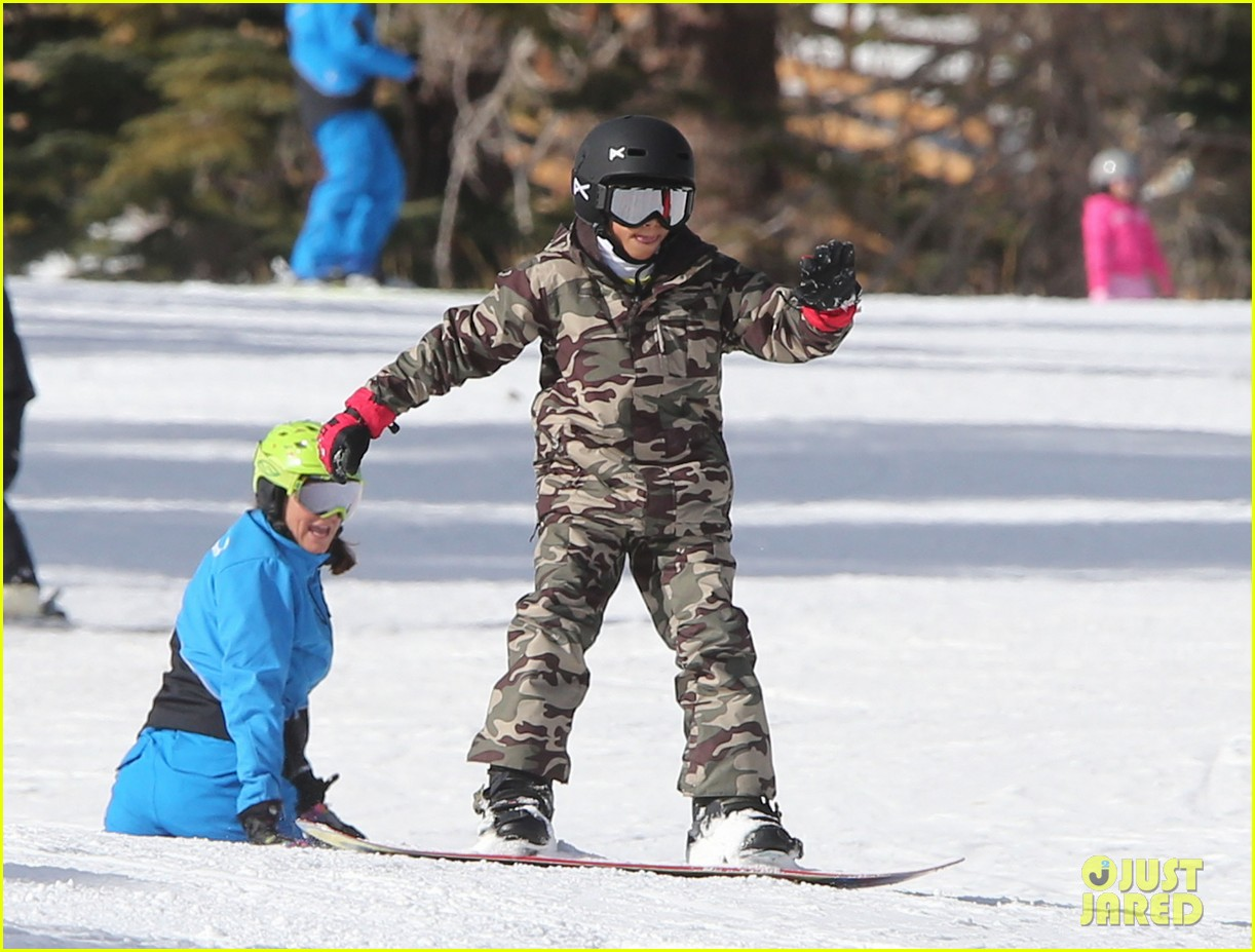 seal spends first day of 2014 snowboarding with the kids 023021427