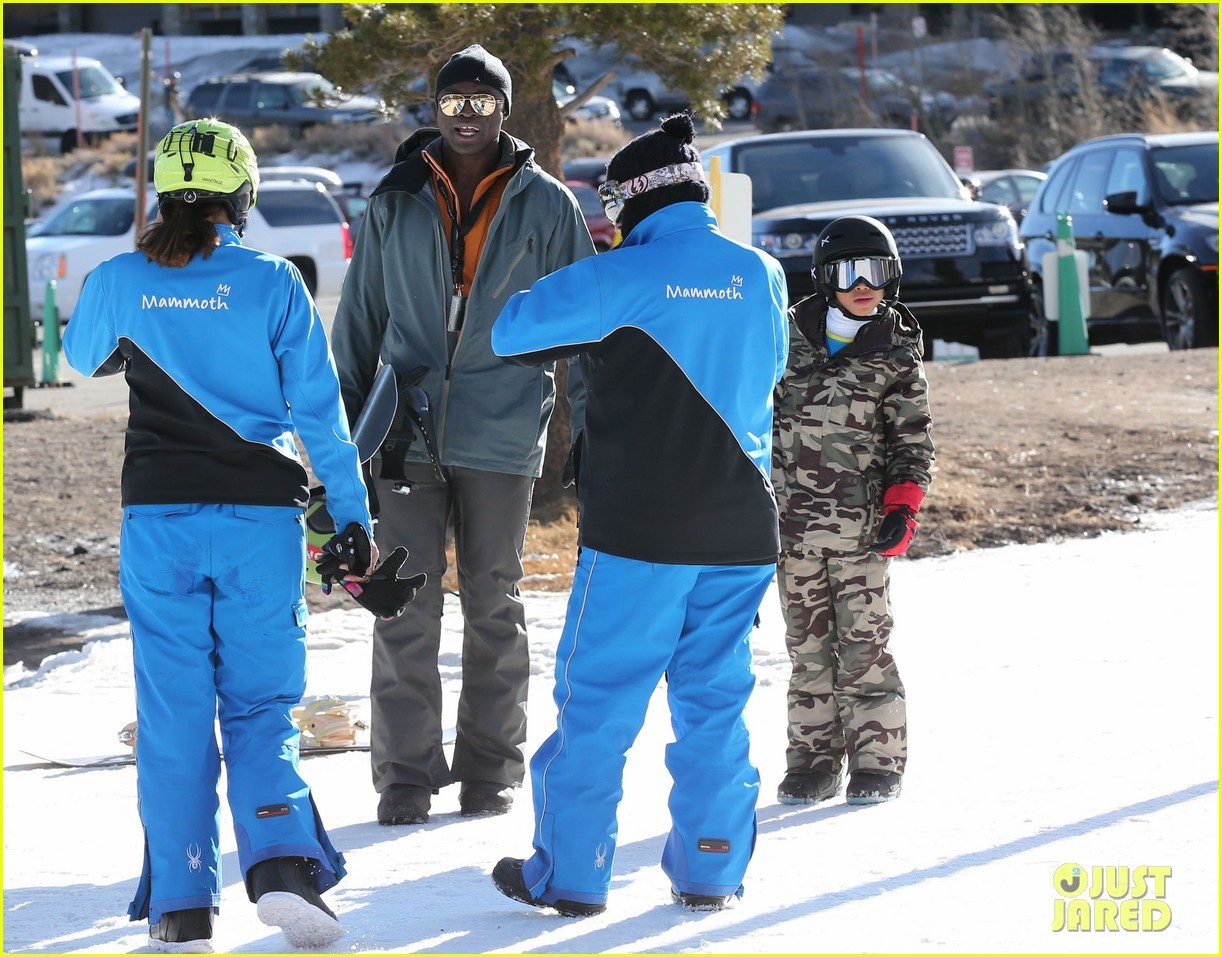 seal spends first day of 2014 snowboarding with the kids 063021431