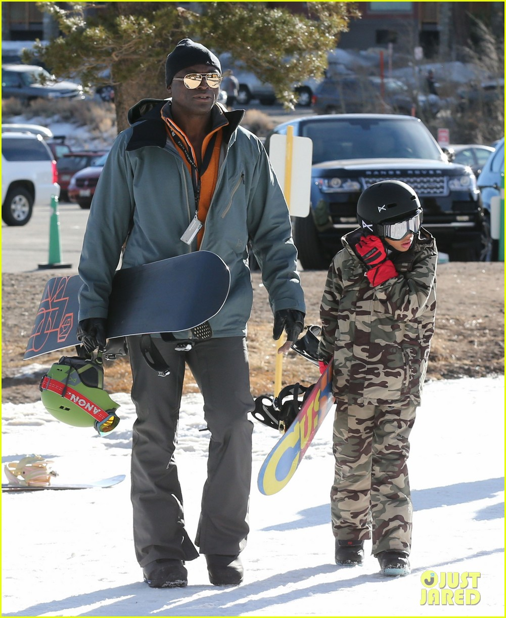 seal spends first day of 2014 snowboarding with the kids 093021434