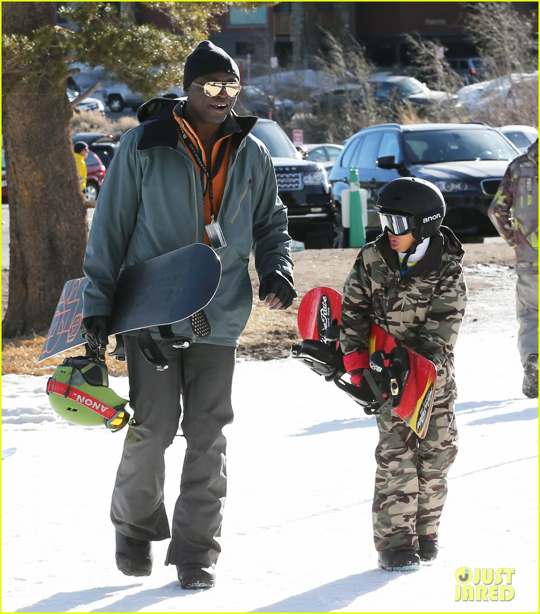 seal spends first day of 2014 snowboarding with the kids 123021437