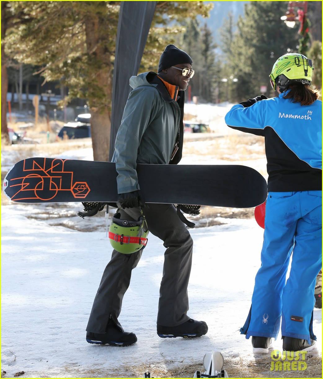 seal spends first day of 2014 snowboarding with the kids 143021439