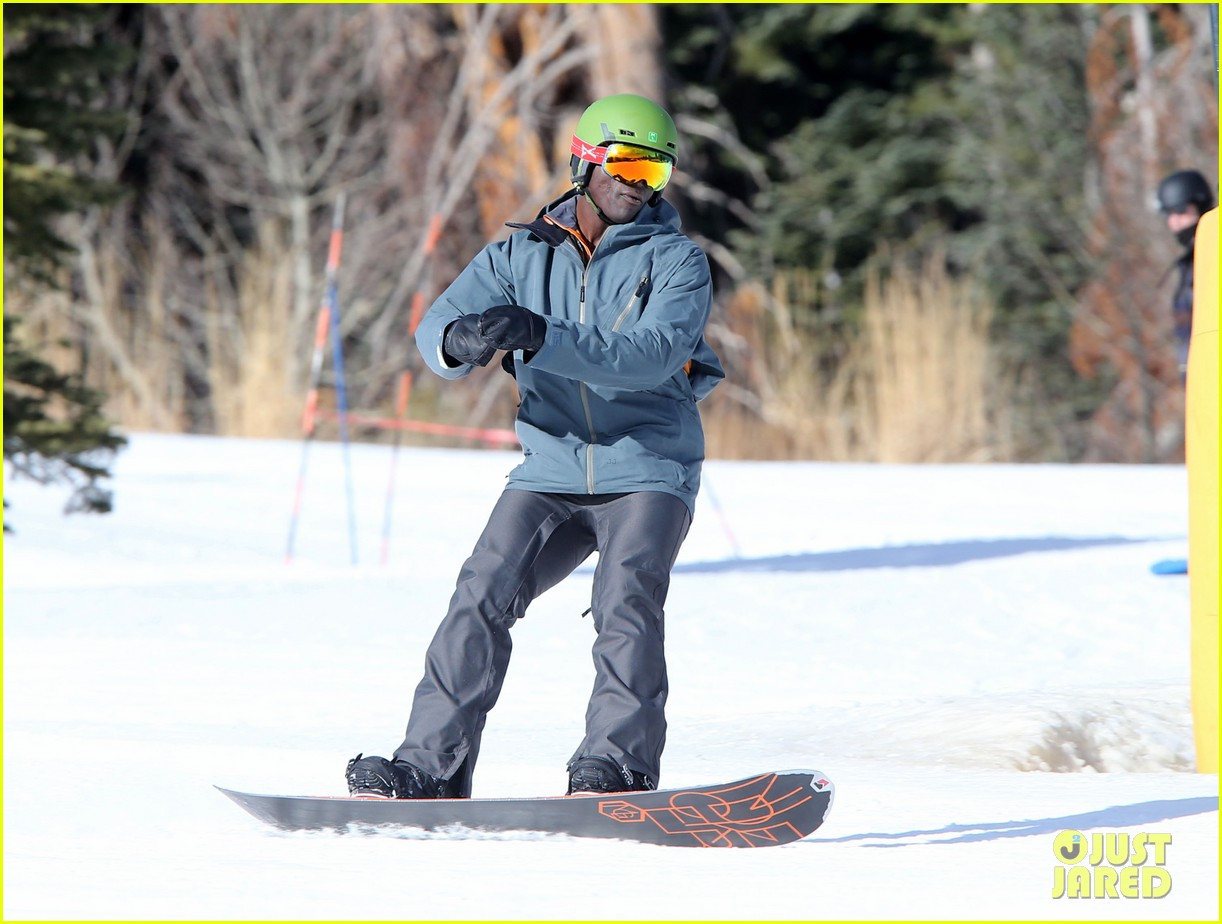seal spends first day of 2014 snowboarding with the kids 23