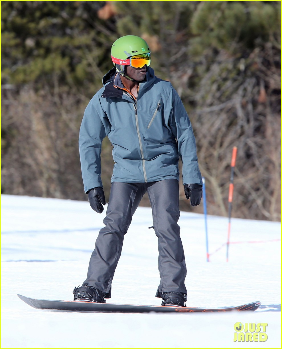 seal spends first day of 2014 snowboarding with the kids 243021449