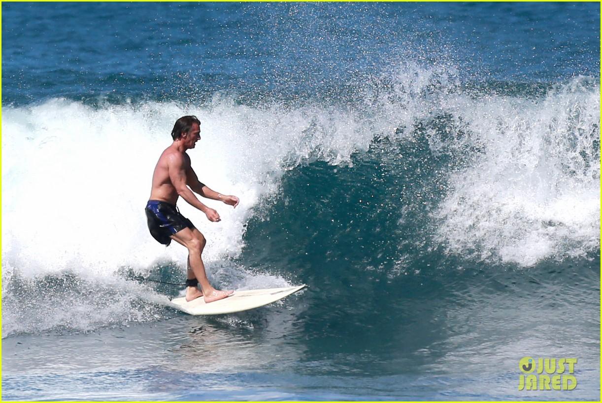 sean penn continues shirtless hawaiian surf session 15