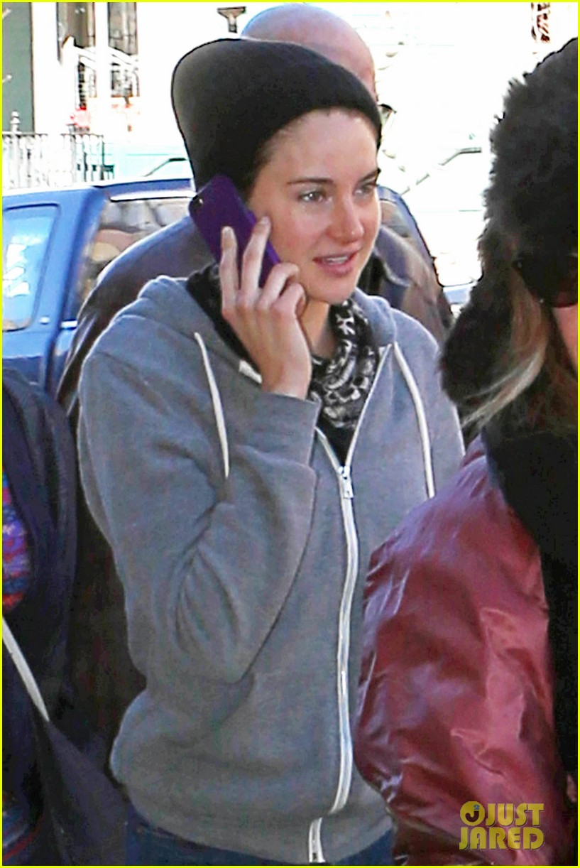 shailene woodley arrives back in la after sundance 083037623