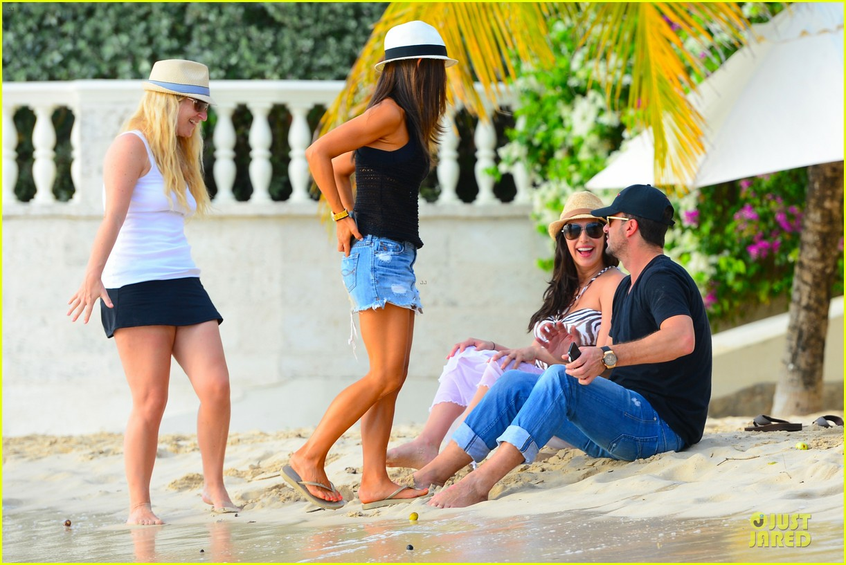 simon cowell lauren silverman hold hands on new year eve 283020733